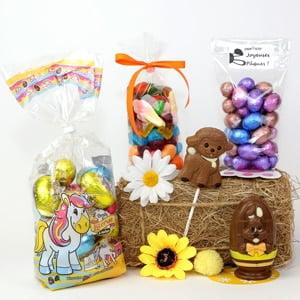 assortiment de Pâques : sucette, œufs, bonbons, chocolat