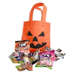 sachet citrouille halloween rempli de bonbons emballés