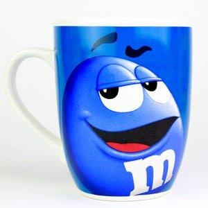 Tasse - mug bleue de la marque M&M'S en céramique émaillée